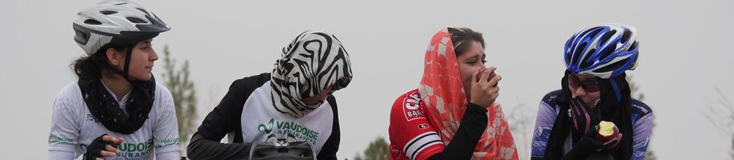 Desafiando paradigmas sobre ruedas - Mujeres en Afganistán
